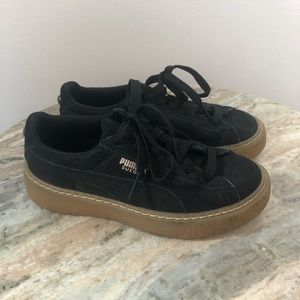 Puma youth shoes 13.5c Suede kids black